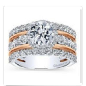 New Women's Ring size 9
